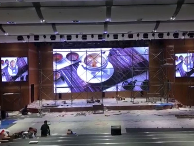 Install indoor led display screen