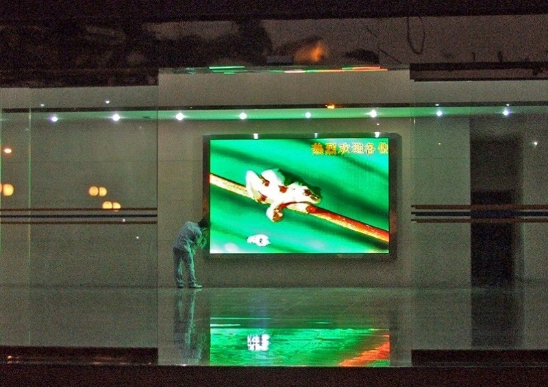 Atop fixed led advertising screen with the stringent quality standards for indoor led display